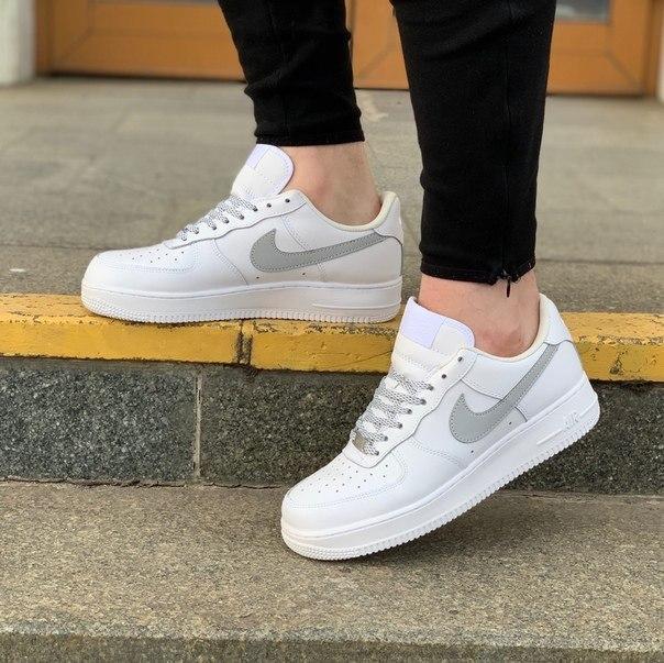 Белые модные кроссовки Nike Air Force с рефлективом