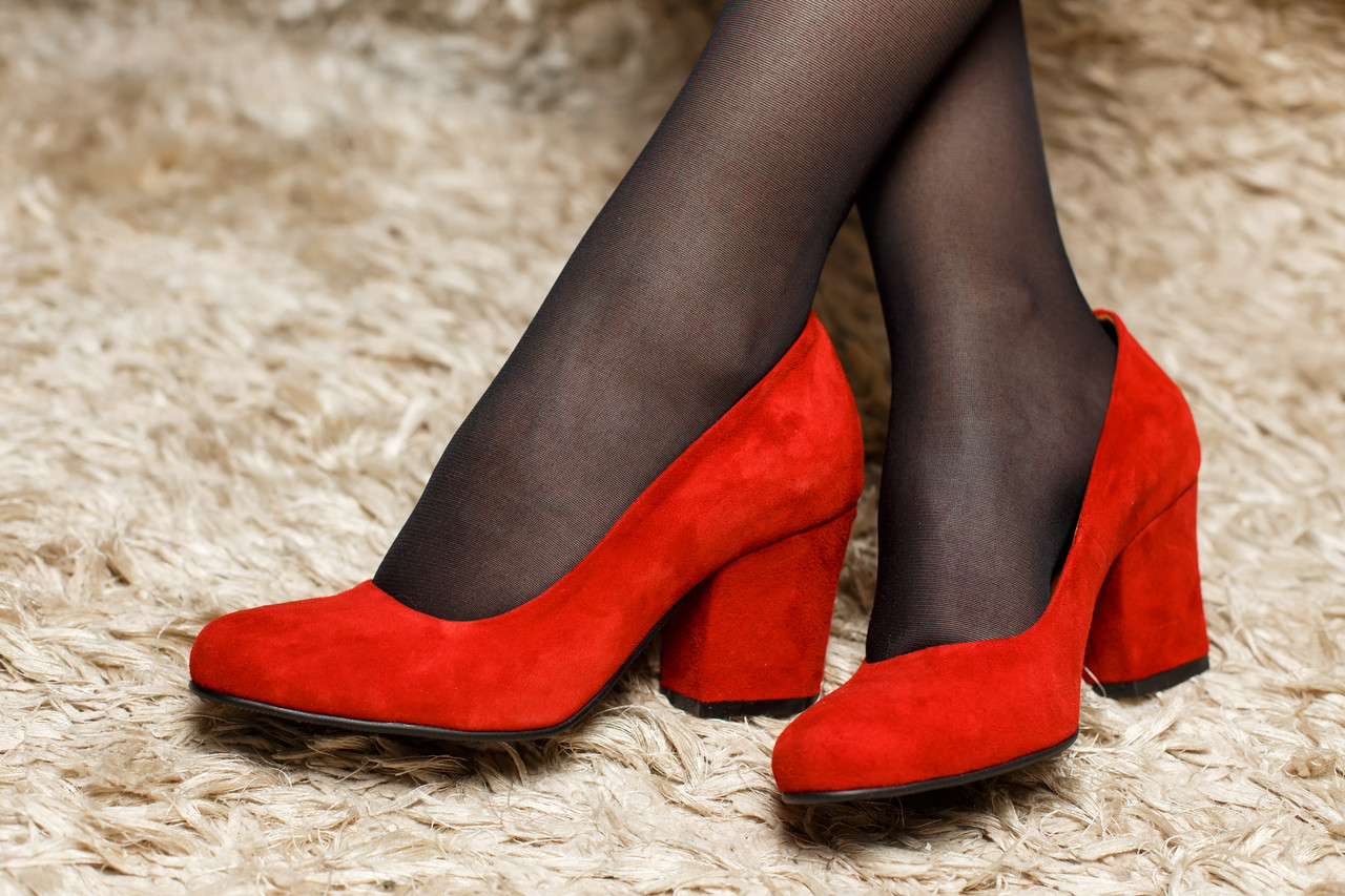 Женские замшевые туфли (красные, черные)