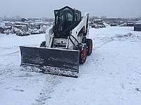 Прибирання території від снігу мінінавантажувачем Bobcat (очищення території в зимовій період від снігу)