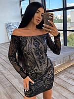 Женское сияющее платье черное по фигуре с открытыми плечами
