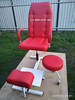 Красное педикюрное кресло, подставка для ног и стул для мастера