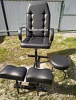 Черное кресло для педикюра с двумя подставками для ног и стулом мастера (глянец), фото 1