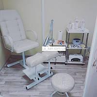 Кресло для педикюра с двумя подставками для ног и стулом для мастера (слоновая кость)