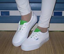 Женские белые кроссовки-криперы с зеленым язычком