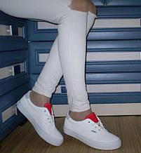 Женские кроссовки-криперы белые с красным язычком