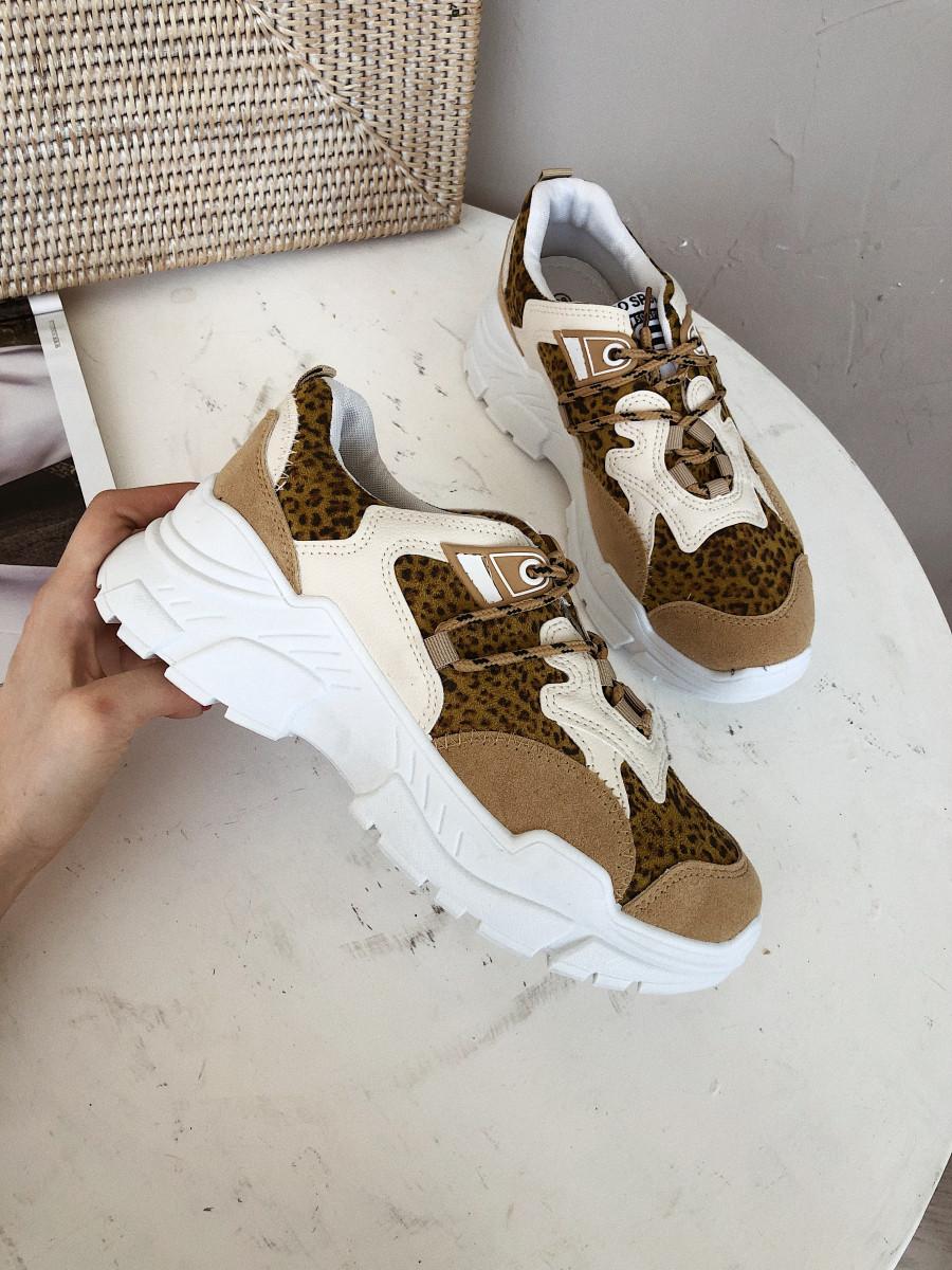 Кроссовки с лео вставками белые