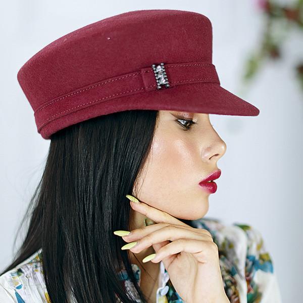 Модная женская кепи из фетра с ремешком