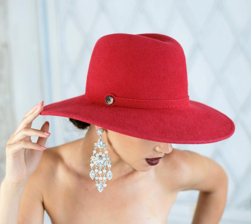 Шляпа из фетра мужского стиля цвет красный поля 10 см