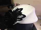 Оригінальний капелюшок з фетру колір білий з прикрасою, фото 5