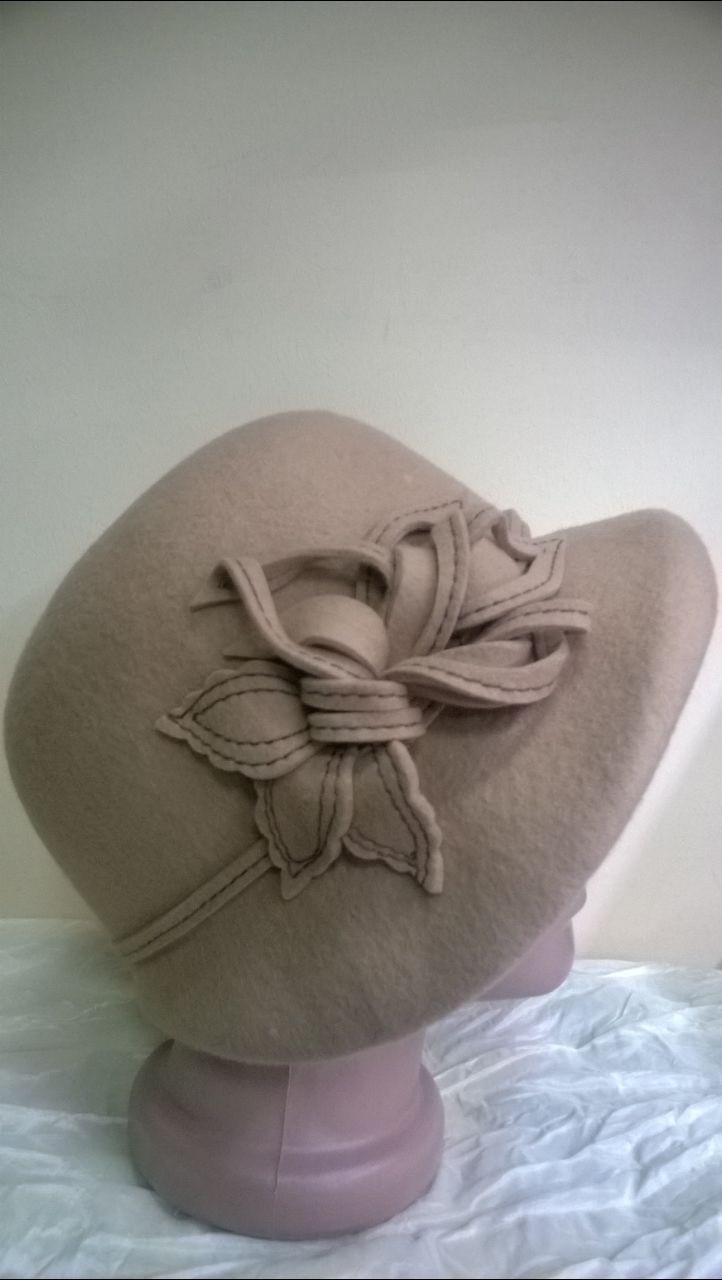 Шляпа с асимметричными  полями из шерсти