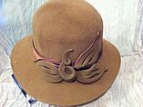 Женская шляпа с полями из  фетра с атласной лентой и цветочной композицией цвет бежевый, фото 2
