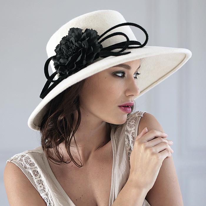 Фетровая  женская  шляпа