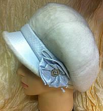 Оригинальная  женская кепка из искусственной  нерпы  цвет белый
