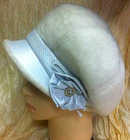 Оригінальна жіноча кепка з штучної нерпи колір білий