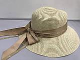 Шляпа  синяя и бежевая из рисовой соломки с бантом и лентой с брендовой надписью, фото 2