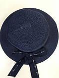 Шляпа  синяя и бежевая из рисовой соломки с бантом и лентой с брендовой надписью, фото 3