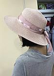 Шляпа  синяя и бежевая из рисовой соломки с бантом и лентой с брендовой надписью, фото 5