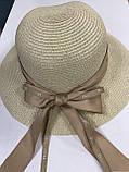 Шляпа  синяя и бежевая из рисовой соломки с бантом и лентой с брендовой надписью, фото 8