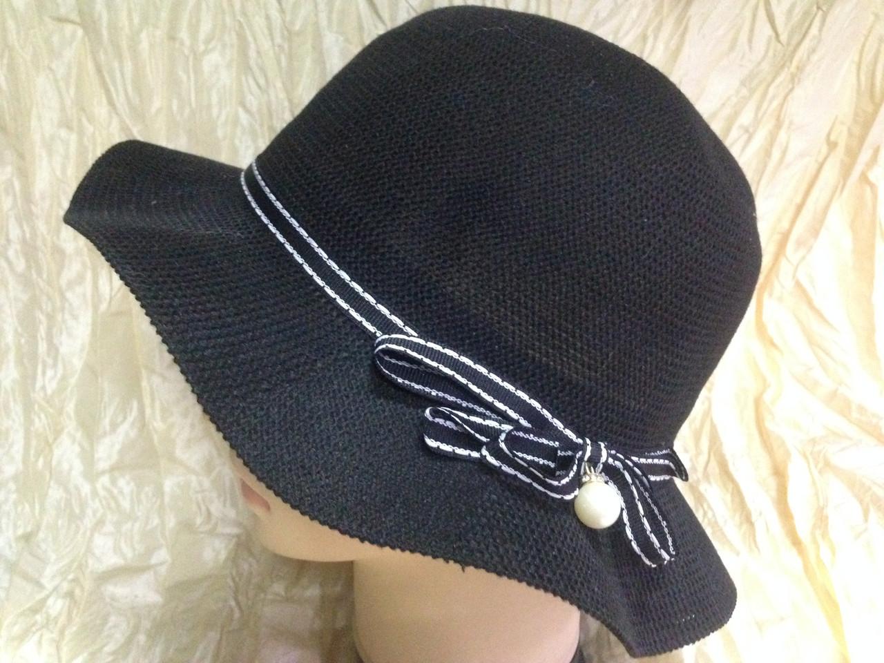 Шляпка чёрная с волнистыми полями и жемчужиной