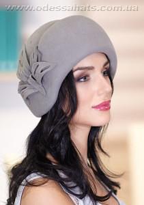 Женская фетровая  шляпа с украшением