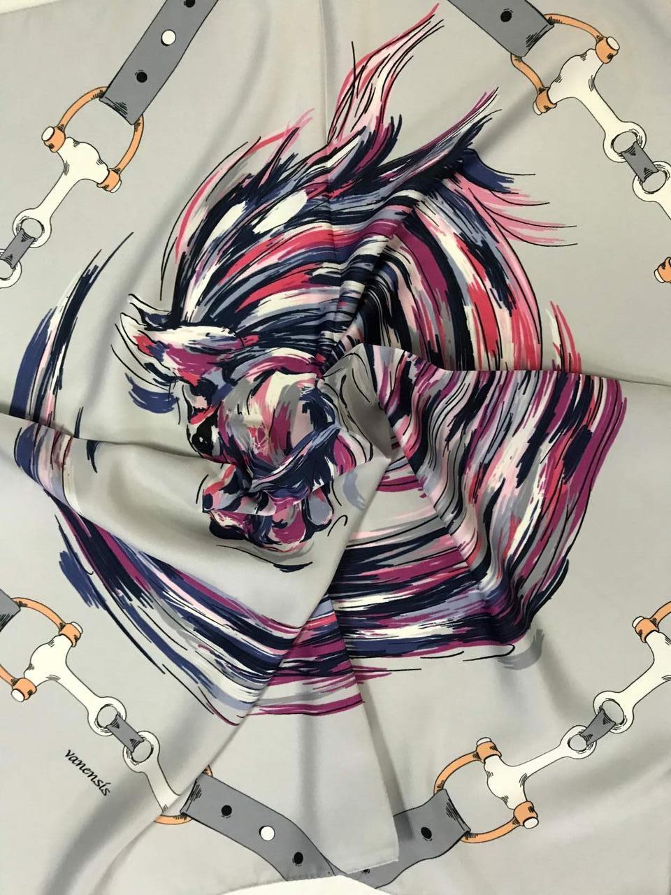 Платок шейный с добавкой  натур шёлка светло серый и мята с рисунком
