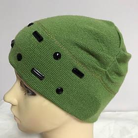 Шапочка для дівчинки оздоблена камінням збоку драпірування колір зелений
