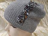 Женская шапочка украшенная камнями цвет  бежевый, фото 2
