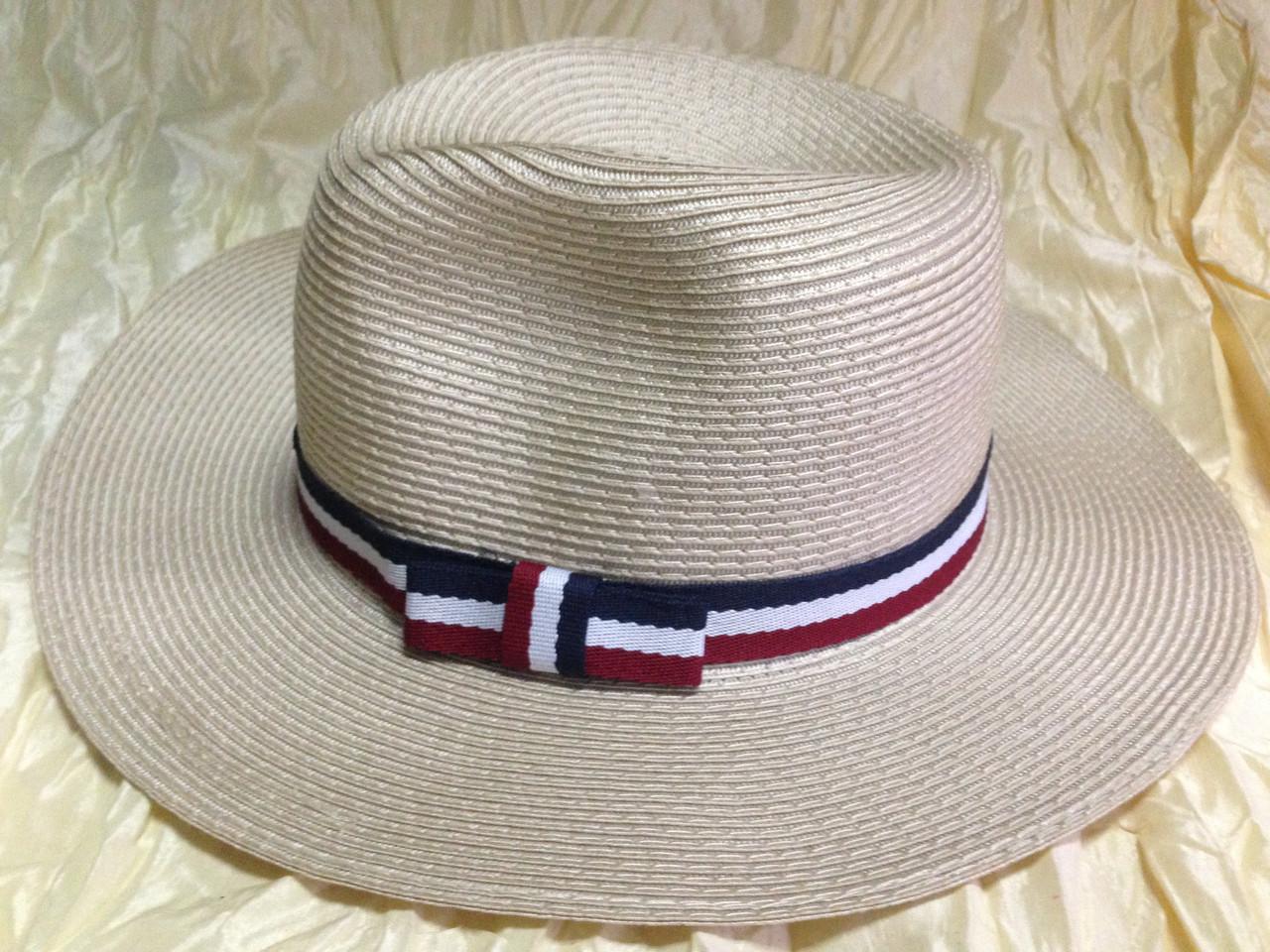 Шляпа бежевая мужского стиля с трёхцветной  лентой