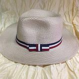 Шляпа бежевая мужского стиля с трёхцветной  лентой, фото 4