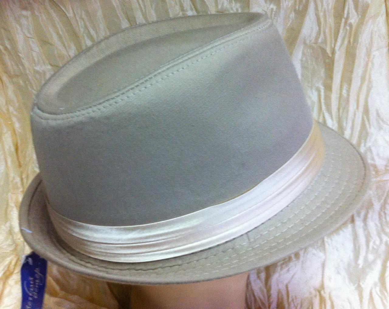 Шляпа федора бежевого  цвета с лентой