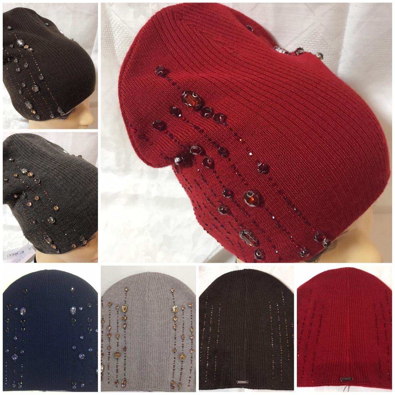 Женская шапочка украшенная крупными камням спереди и мелкими сзади