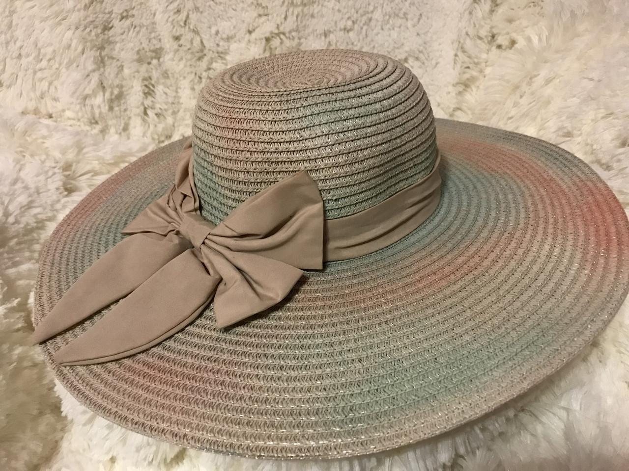 Летняя шляпка из соломки тёмно бежевая с разноцветными переходами
