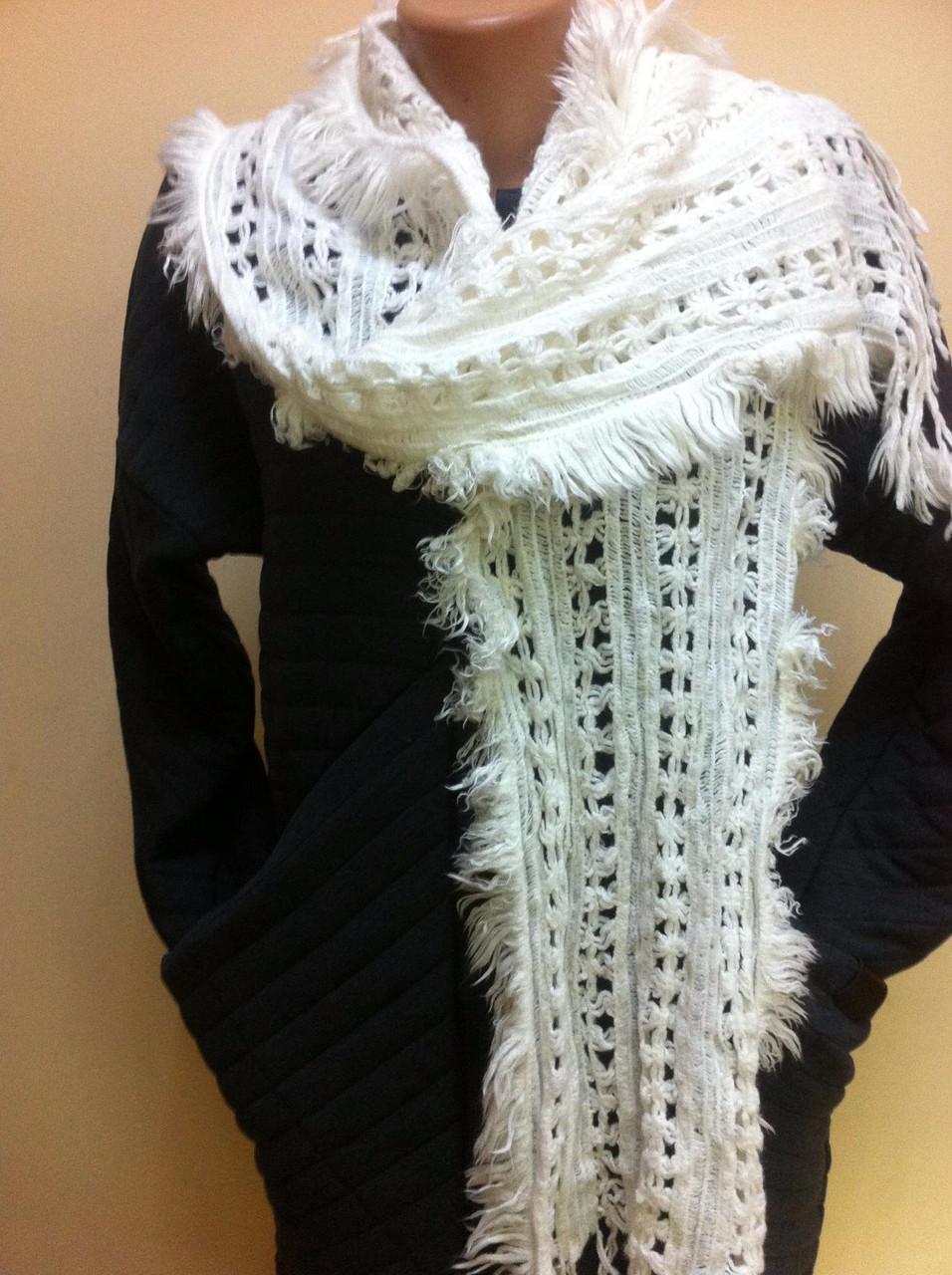 Трикотажный  ажурный шарф кружевной вязки цвет белый и бежевый