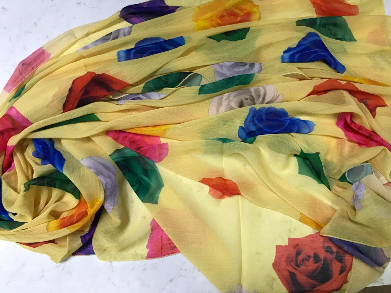 Женский шарф-палантин шифон 174х75 см цвет желтый с розами