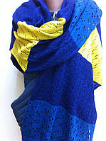 Красивый шерстяной шарф ажурной вязки