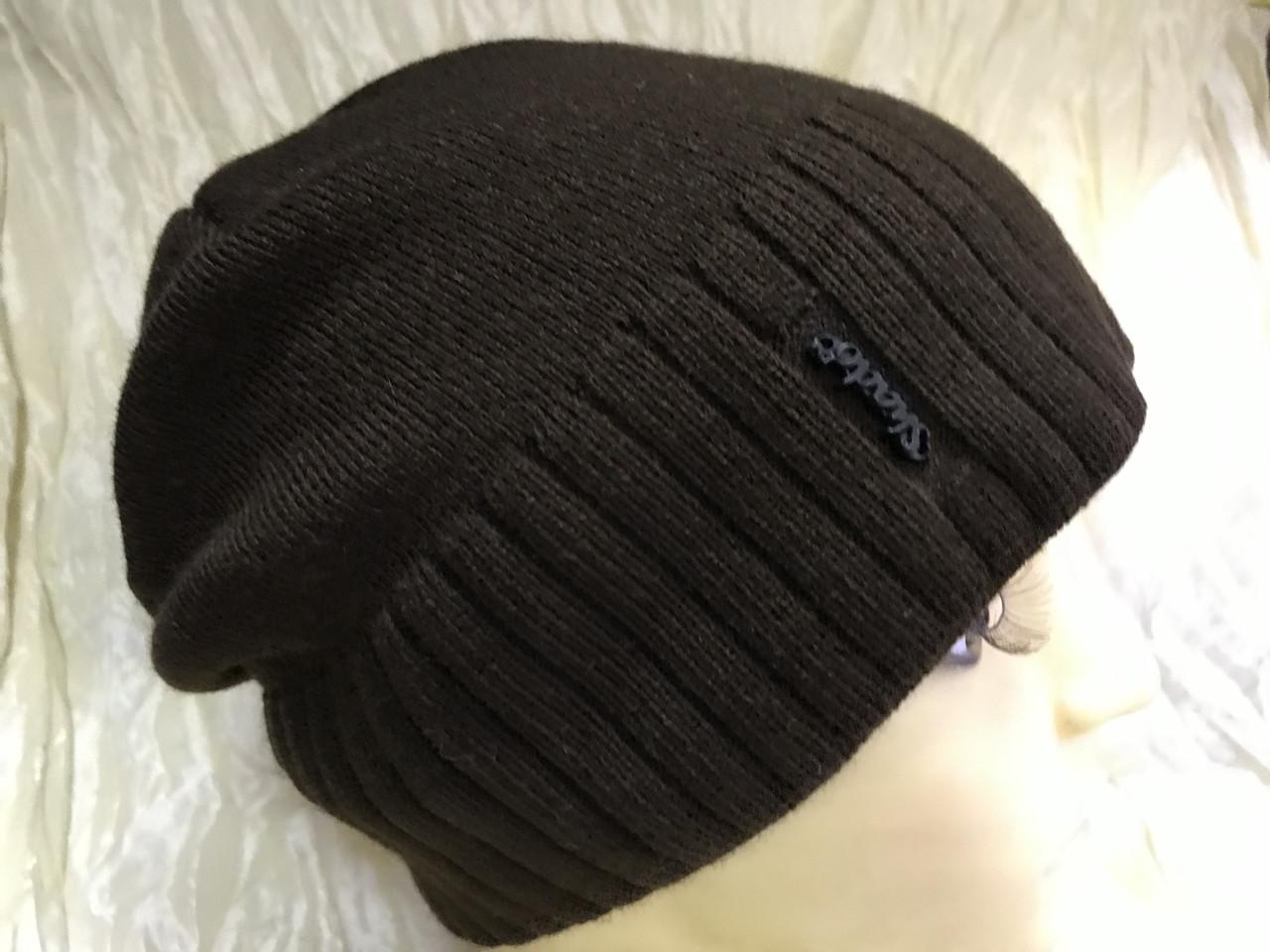 Коричневая шапка с фиксированным наклоном назад