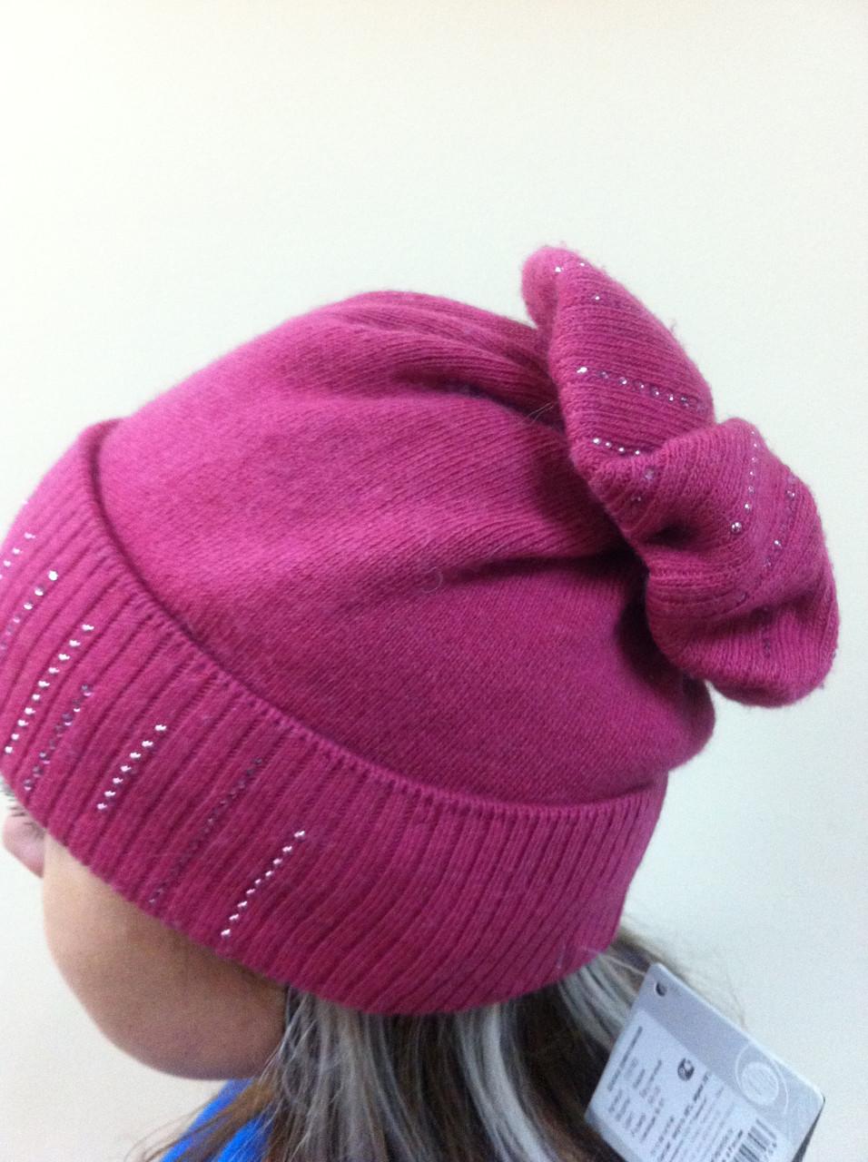 Бордовая шапка из мягкой валяной шерсти с широким отворотом и оригинальным бубоном