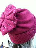 Бордовая шапка из мягкой валяной шерсти с широким отворотом и оригинальным бубоном, фото 3
