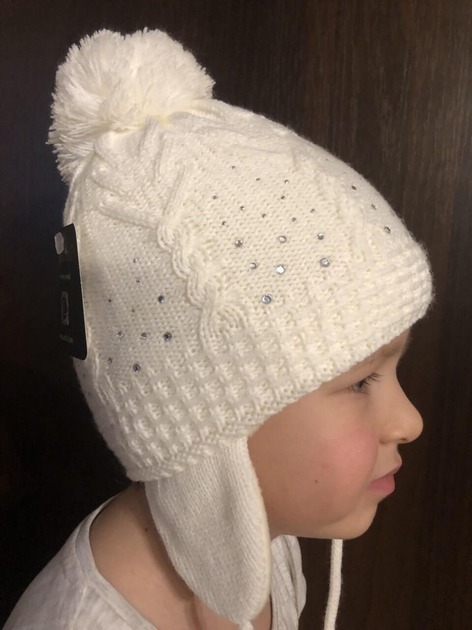 Детская белая шапочка с рисунком бубоном ушками завязками