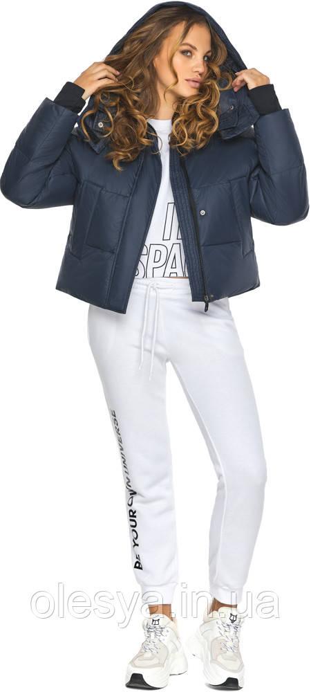 Темно-синяя куртка удобного фасона зимняя женская модель 27450