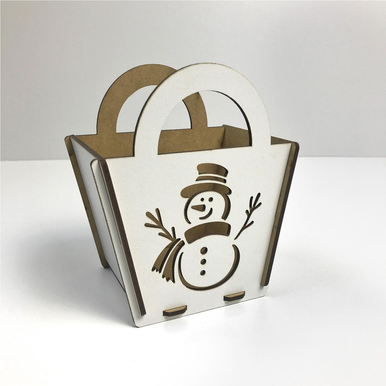 """Сувенир деревяный Коробка для сладостей """"Снеговик"""", с ручками, 12,5*8,5*15 см, НГД-07"""