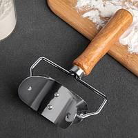 Ролик для вырезания кругов, нож для пельменей с деревянной ручкой