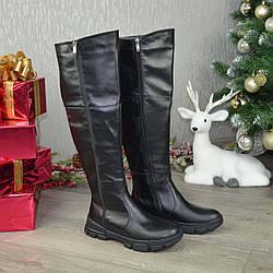 Ботфорты женские кожаные, декорированы молнией. Цвет черный. 41 размер