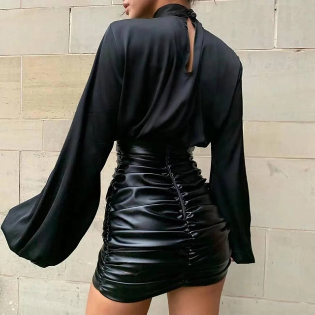 Элегантная женская блуза под горло с длинным широким рукавом на манжетах