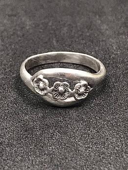 Серебряное кольцо 925 пробы, размер 18,5. Вес - 2,83 г. Б/у. Продажа из ломбарда