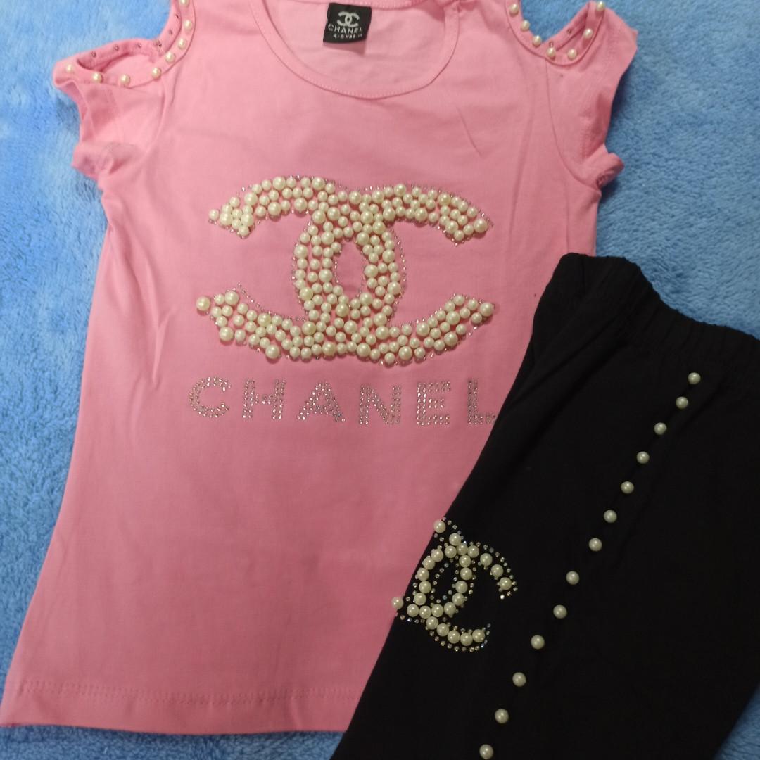 Костюм модный красивый нарядный оригинальный для девочки. Футболка и лосины украшены бусинами и стразами.