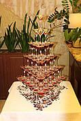 Піраміда з шампанського на 84 келиха
