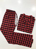 Женская пижама для дома и сна с рубашкой и штанами в клеточку в красно-черном цвете