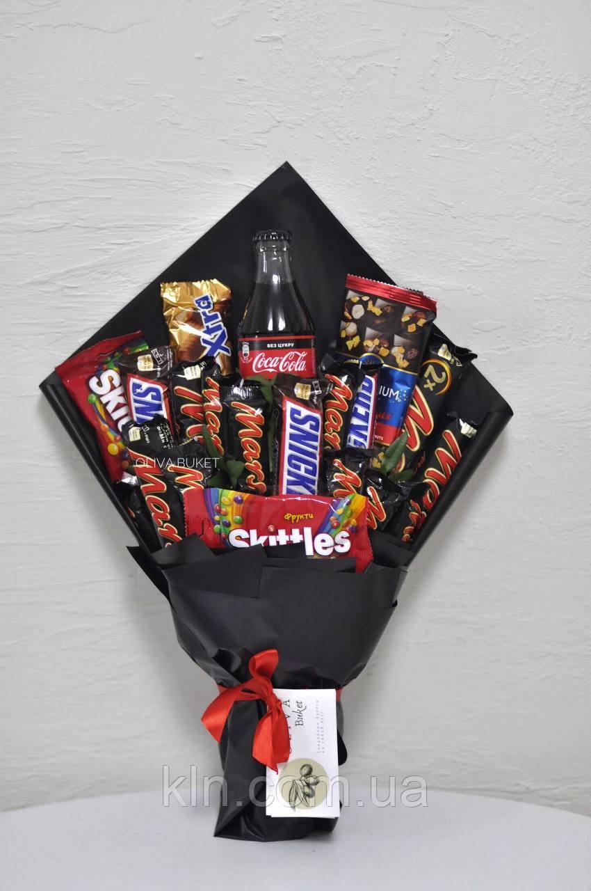 Букет cо сладостями шоколадками сникерсами на подарок оригинальный