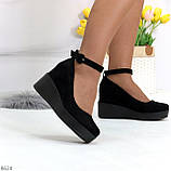 Удобные женственные лаконичные черные замшевые женские туфли на танкетке, фото 2